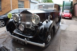 1939_Rolls_Royce_Wraith front view